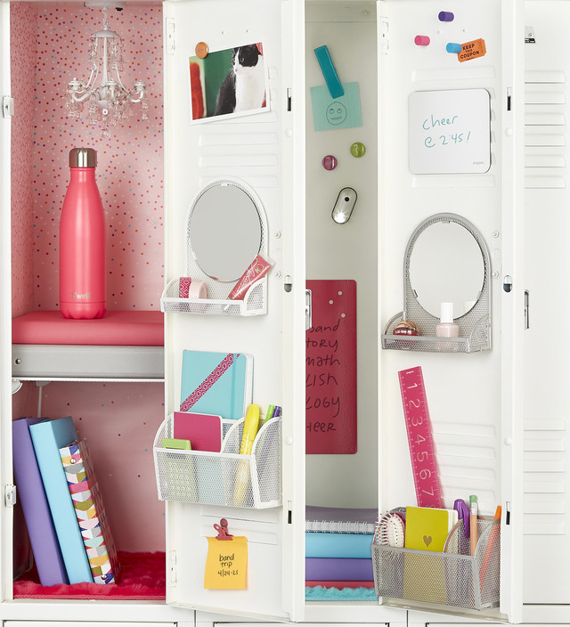 Locker Organization Four Different Ways – Magnetic Locker Chandelier