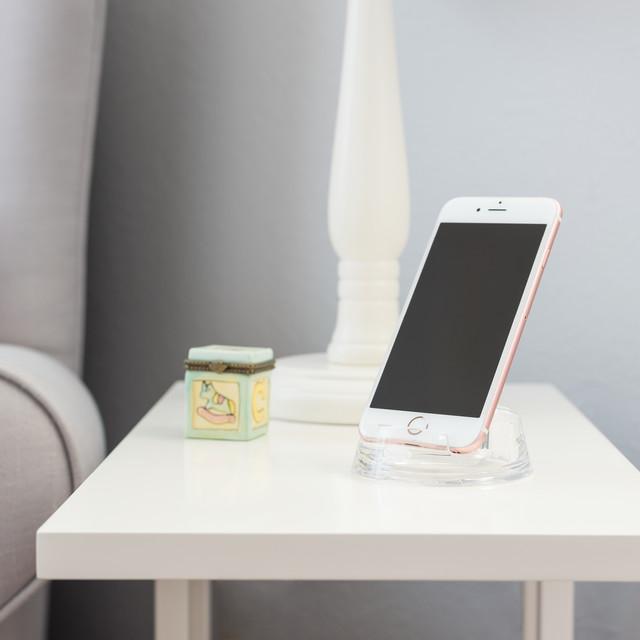 Bl_June16_SmartphoneStand_NurseryIdeas_10061957