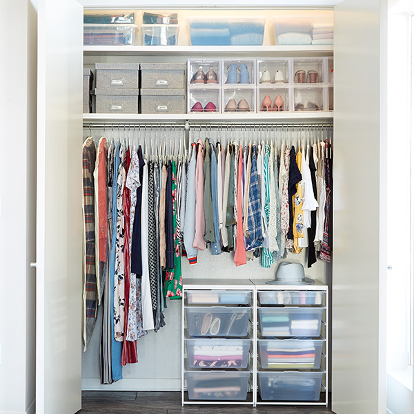 How to save space by storing winter summer clothes the - Small closet storage ideas ...